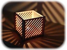 vyřezávaný dřevěný svícen