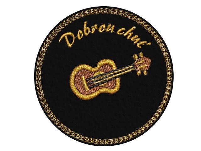vyšívaný tácek kytara